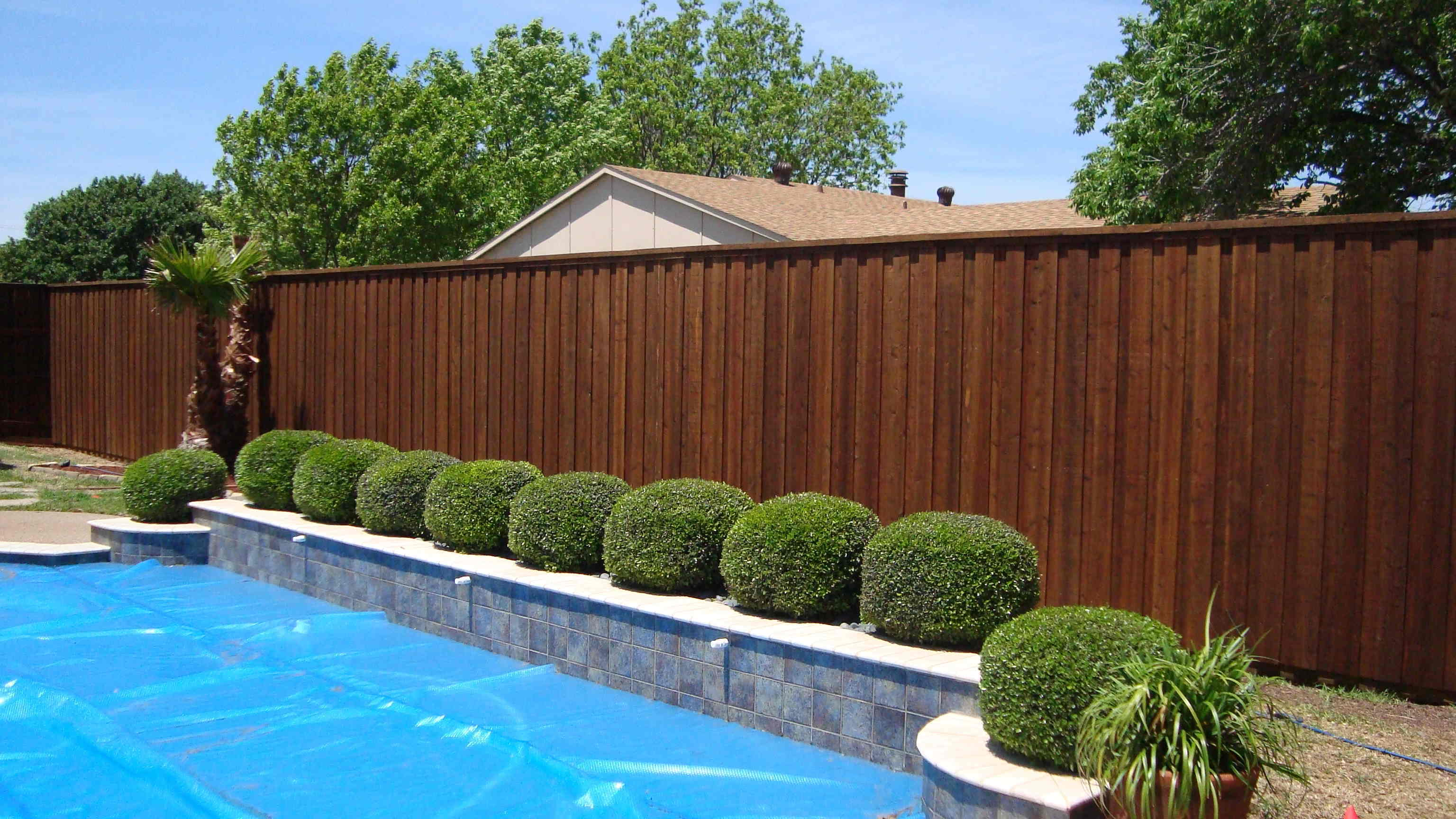 wood-fence-by-pool-4